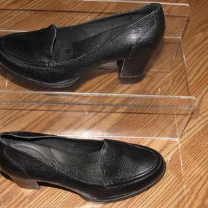 BORN Black Leather Slip-On Pumps Heels Size 10